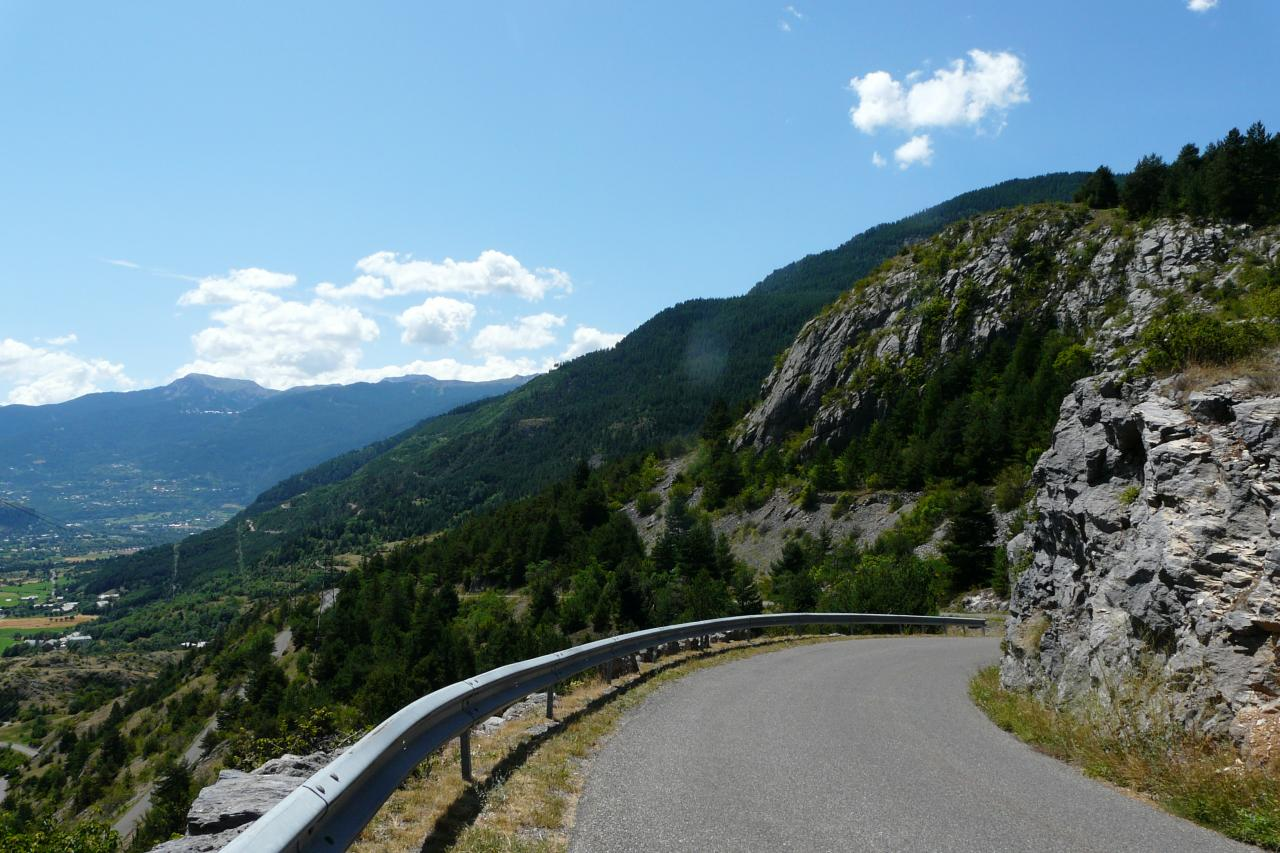la route qui redescend vers Mont Dauphin