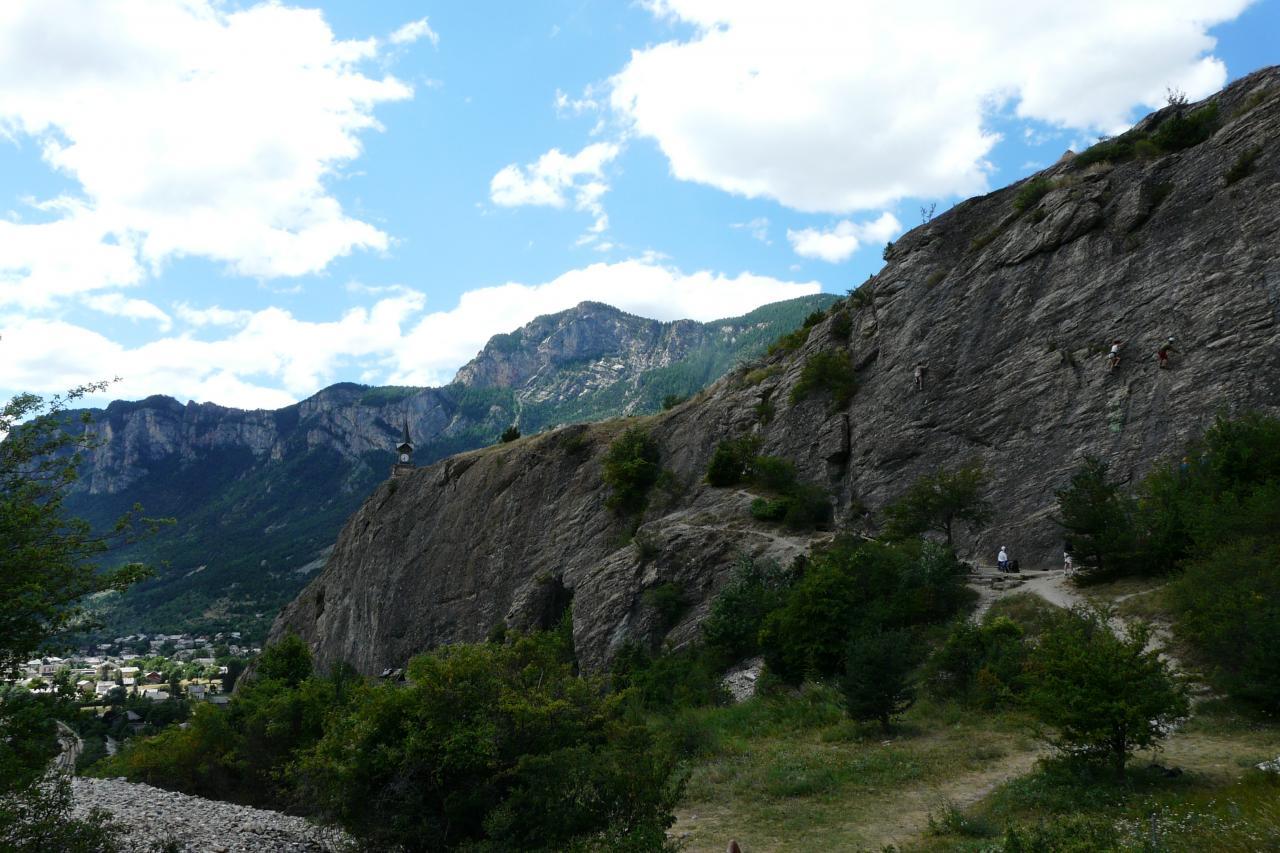 vue d'ensemble via/horloge/escalade à l' Argentière la Bessée