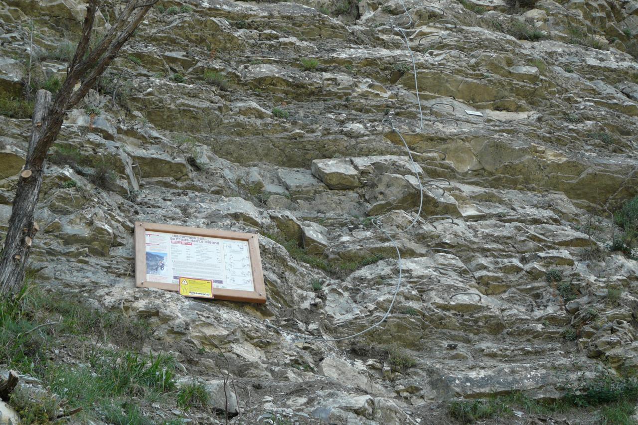 Départ de la via ferrata de la falaise de Meïchira à Prads Haute Bléone