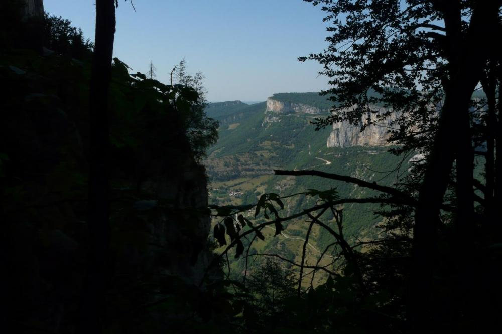 Vue sur la vallée à l' arrivée du pas de Pabro