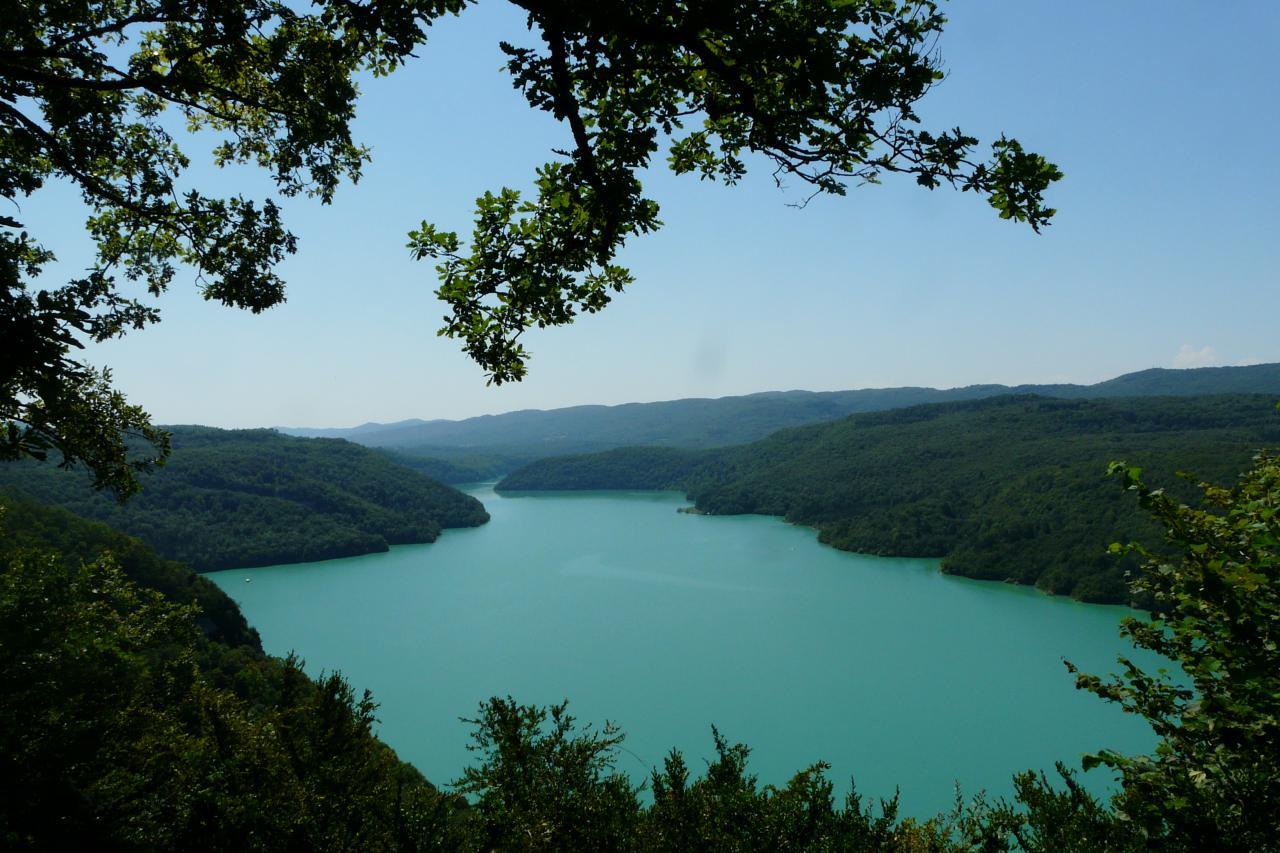lac de Vouglans, cadre incomparable de la via ferrata de Moirans en montagne !
