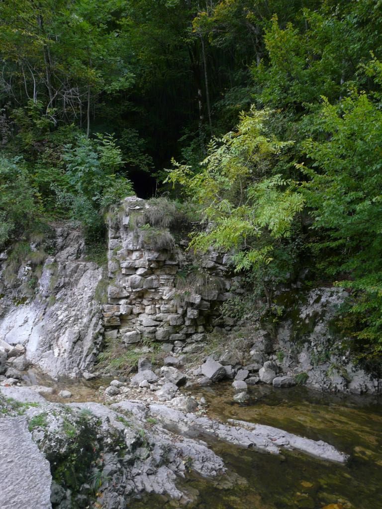 le haut de la cascade et le premier tunnel (Charabotte)