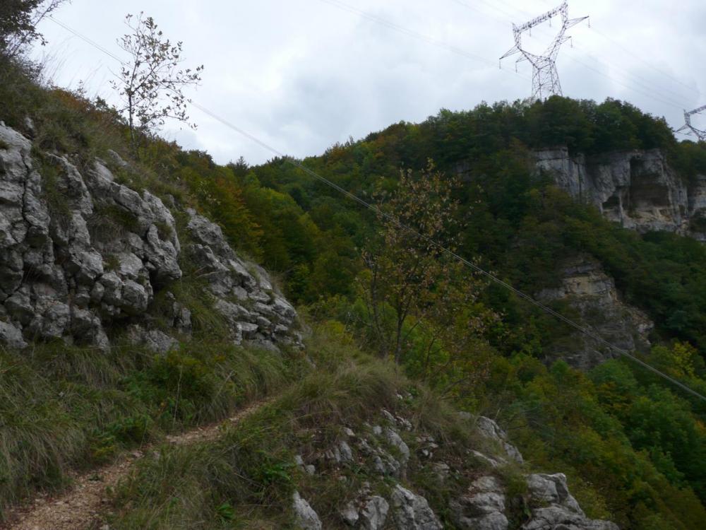 le sentier de descente vers le bas de la première cascade de Charabotte