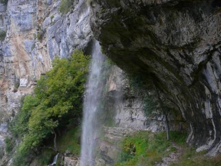 Arrivée sous la première cascade de Charabotte