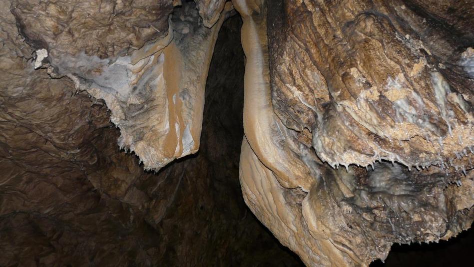 les concrétions de la grotte de charabotte