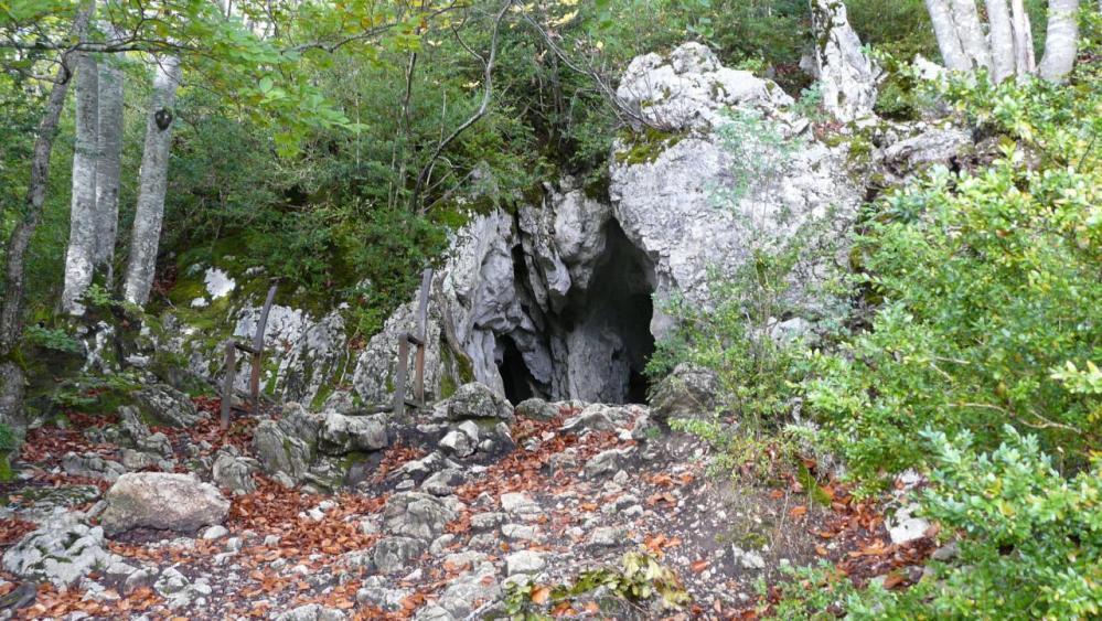 Arrivée à la grotte des Ferrières