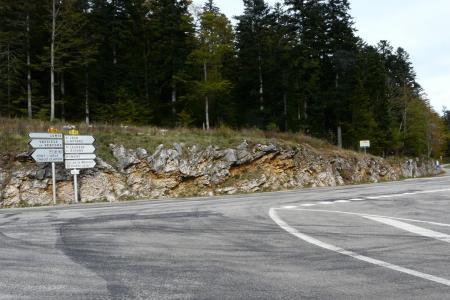 le carrefour après le col de Carri
