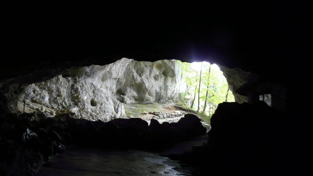 retour vers la sortie de la grotte de la Luire