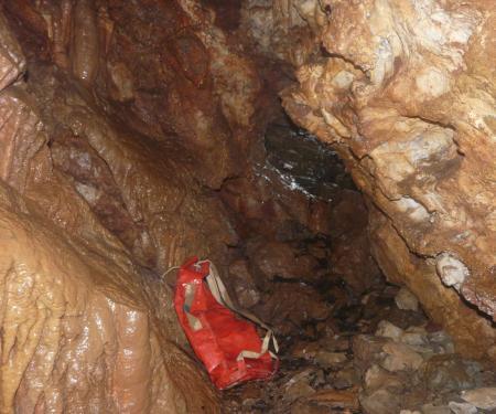 juste après l' entrée de la grotte des deux fours