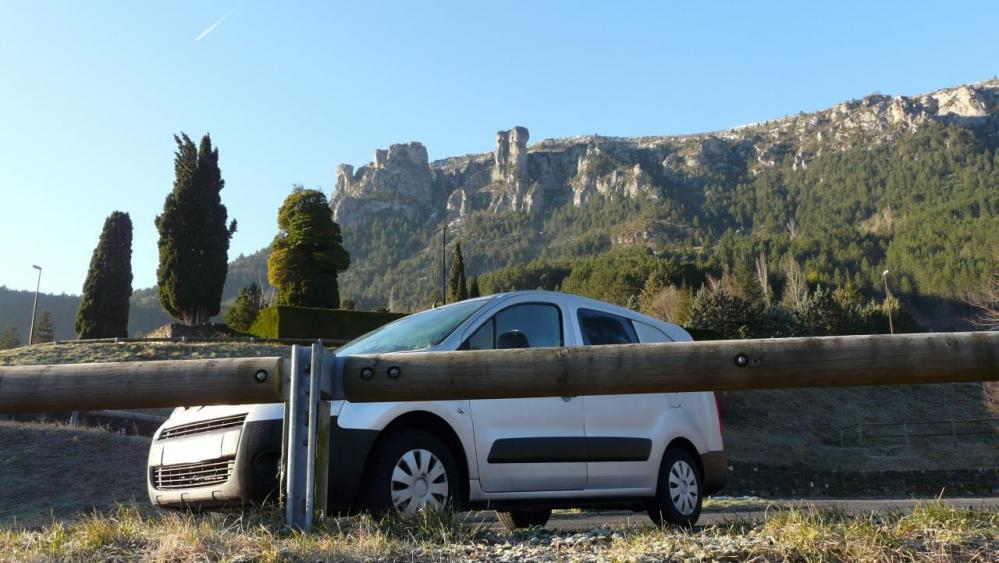 les rochers de la via de Florac (à gauche) depuis le parking des camping car à Florac