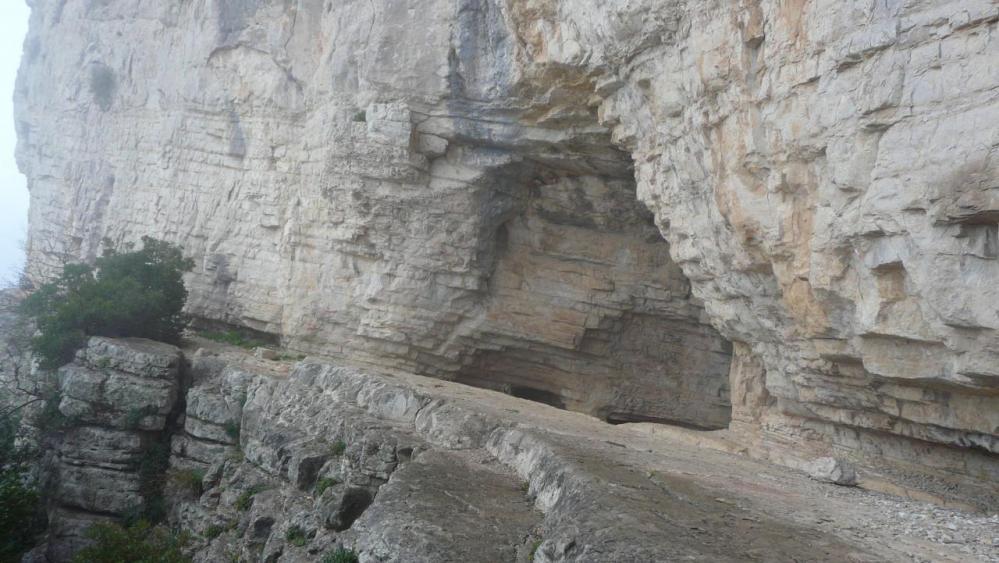 retour à l' entrée 1 de la grotte de l' Hortus