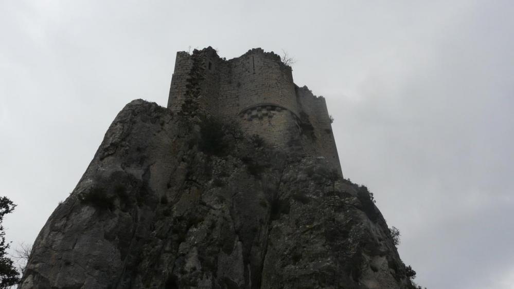 arrivée sous les ruines du château de viviourès