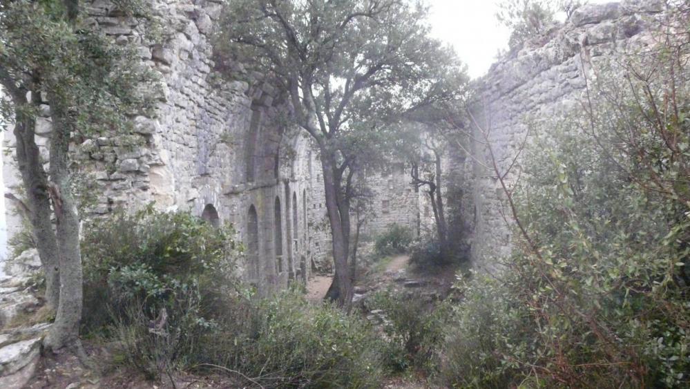 une autre vue de l' intérieur du château de Viviourès