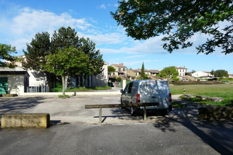 parking de Méjannes le Clap