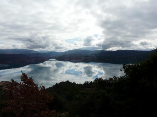 Lac de ste Croix par temps nuageux