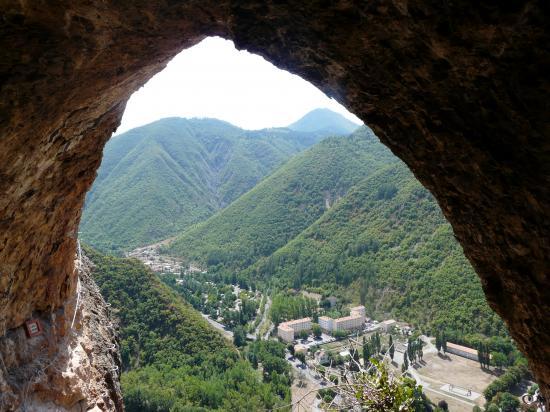 Une des grottes de la via