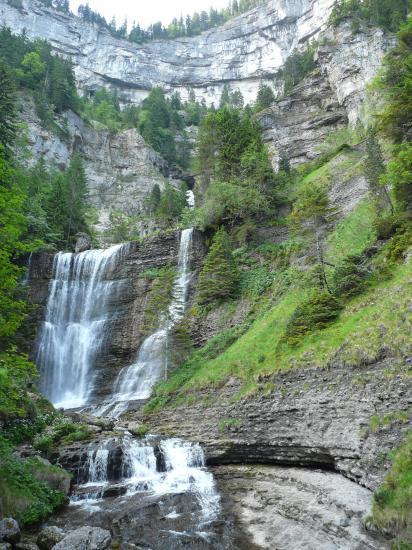 St Même, ses cascades, sa grotte