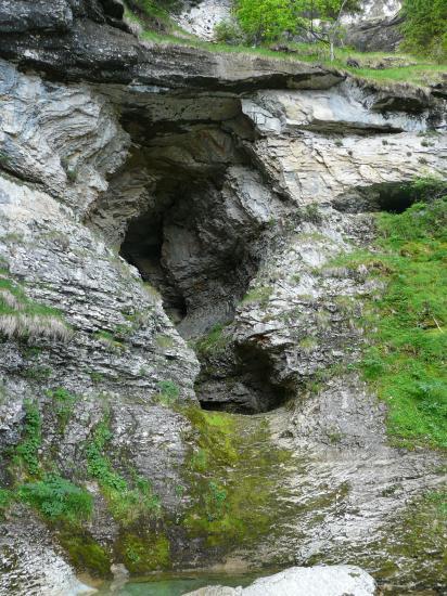 l' entrée de la grotte de st Même