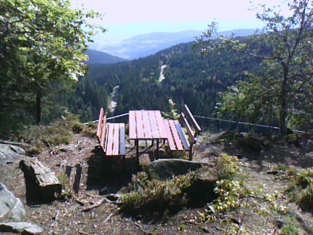 table et bancs d' accueil au rocher du Hirschsteine