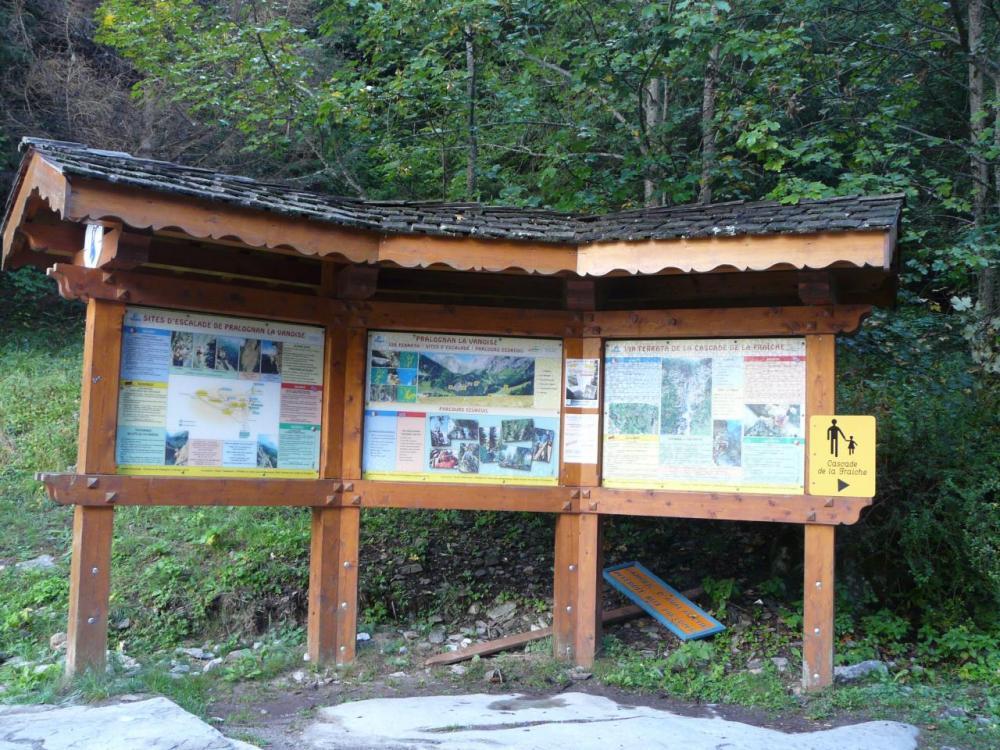 panneau d'information via ferrata de la cascade de la Fraîche à Pralognan