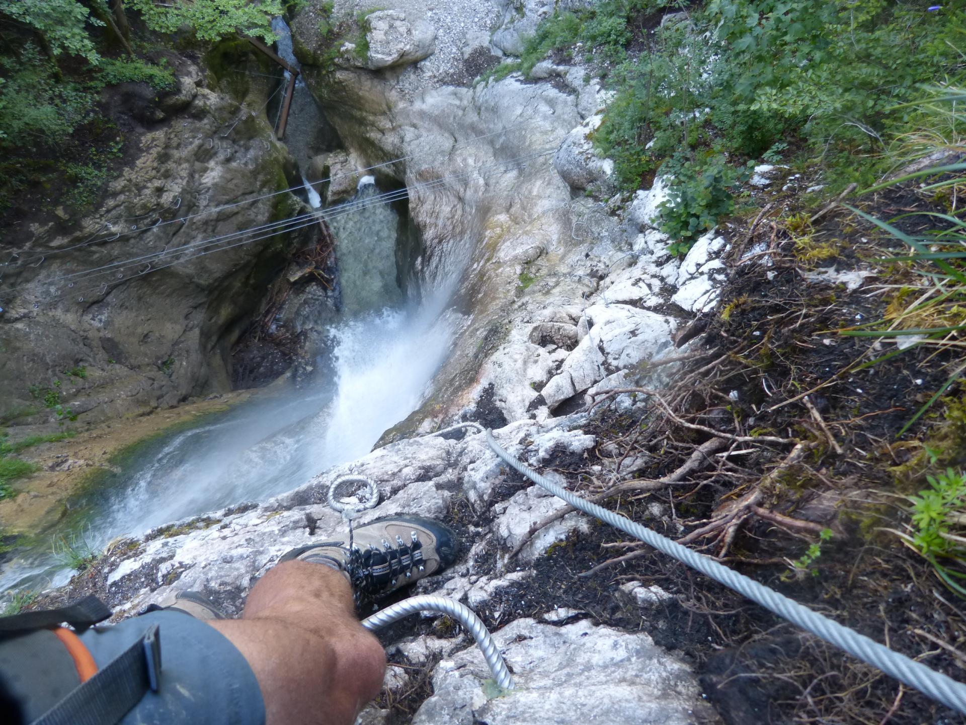 ambiance verticale à la via de la cascade à Bellevaux