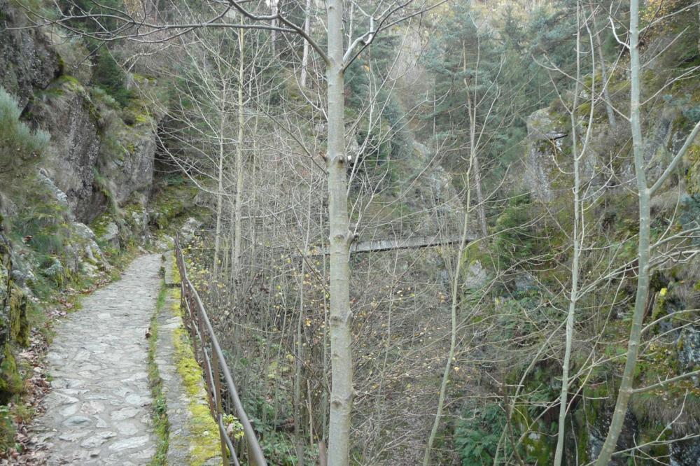 En vue du pont sur le Furan