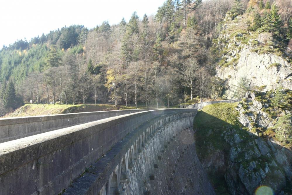 le barrage, le chemin file vers Planfoy