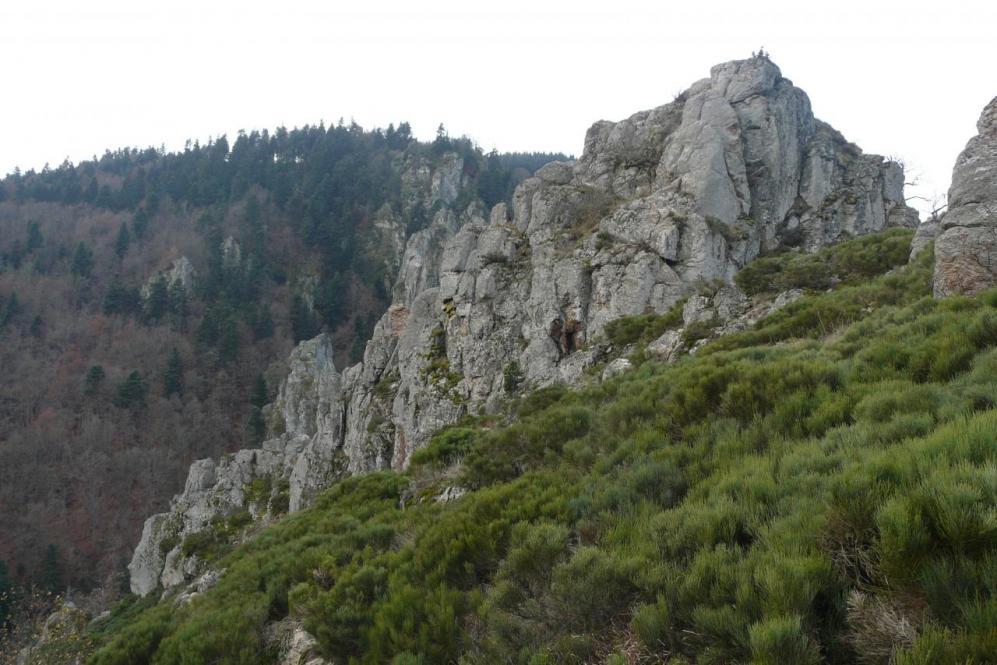 rocher de la Miramande depuis le chemin de descente