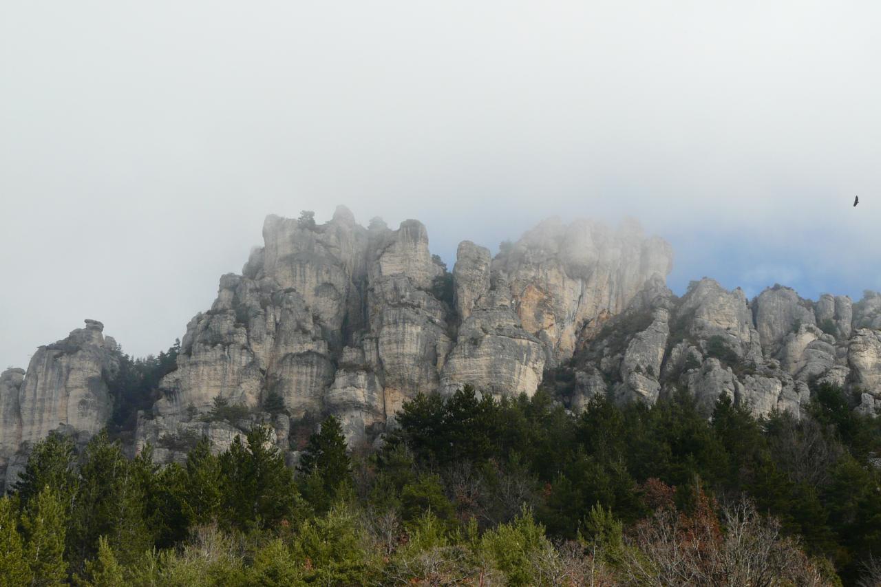 l' ensemble du rocher de la via ferrata de Liaucous