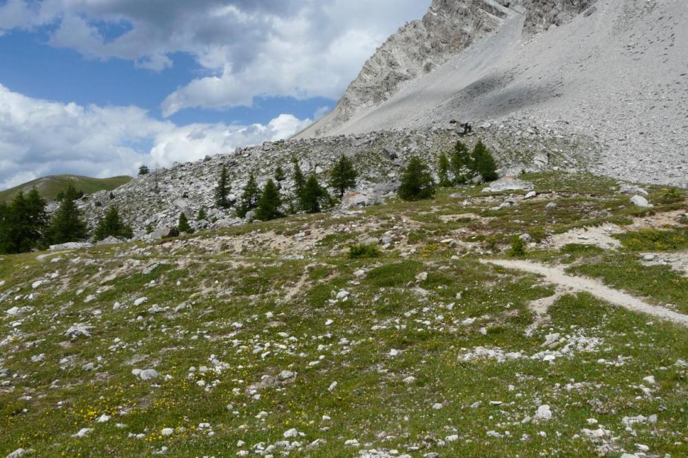 En direction de pas de la mulatera au pied de la pointe de Charra