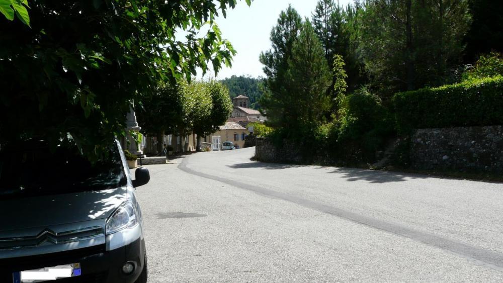 Joannas point de départ du cycliste, la voiture est à l' ombre ...elle !