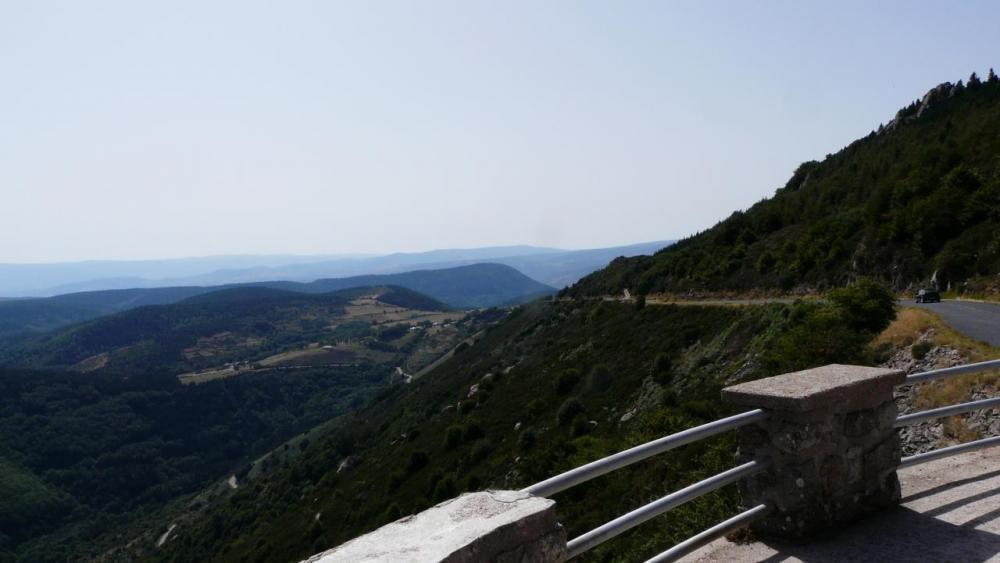 la montée finale du col de Meyrand vue depuis le belvédère