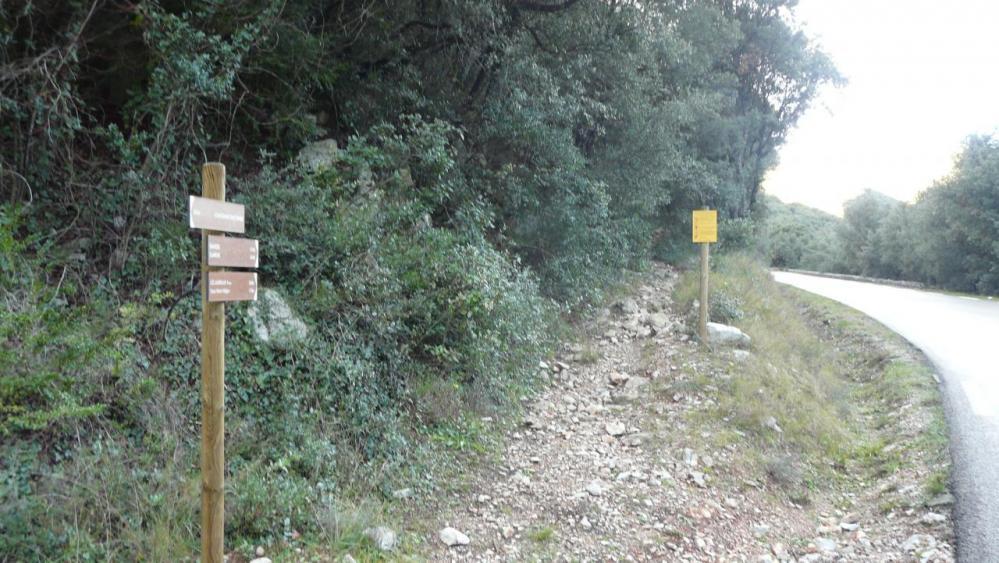 chemin d' accès depuis la D11 entre Domène et Ganges