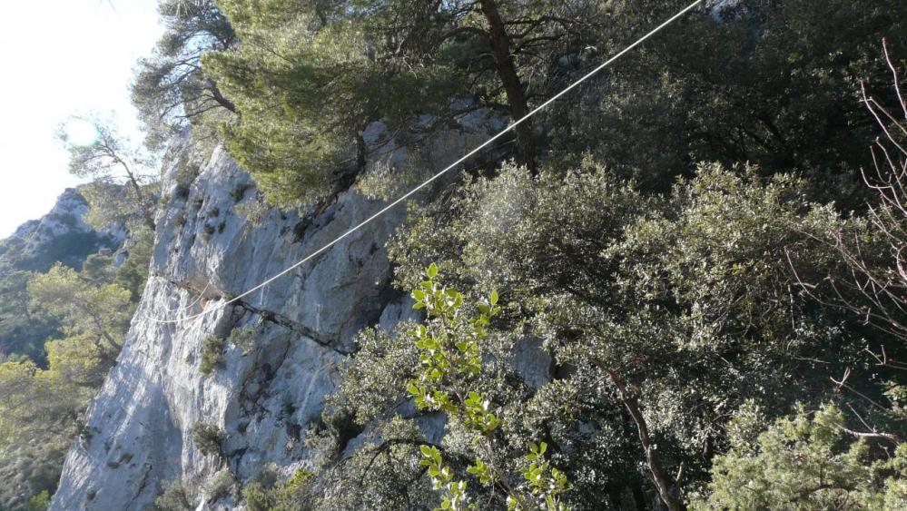 la première tyrolienne à la via du gardon à Collias