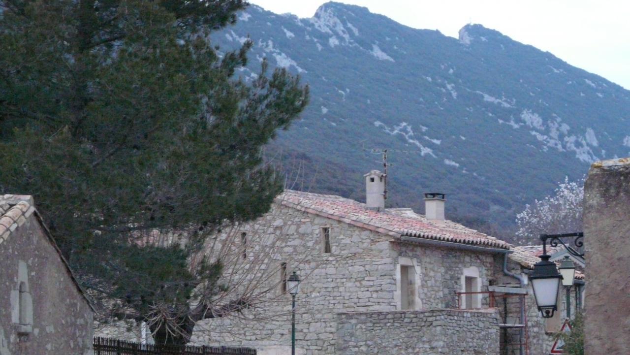 le pic St loup vu depuis le village de Cazevieille