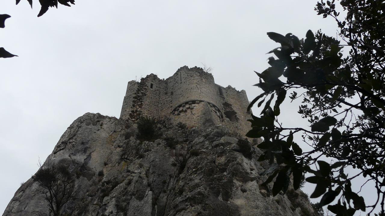 dernier coup d' oeil sur le château de Viviourés avant de redescendre !