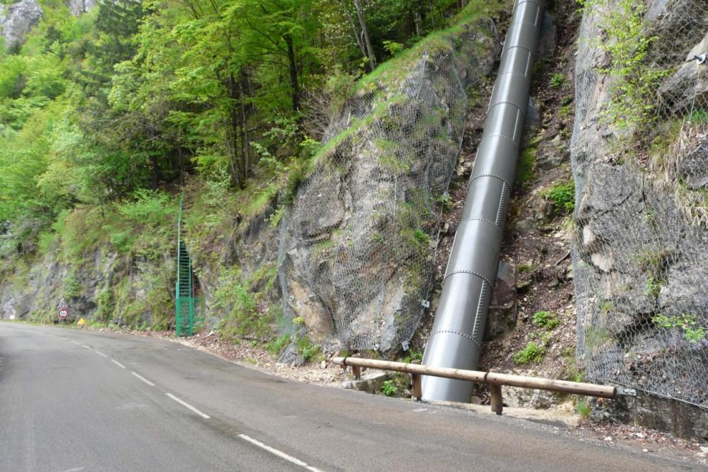 l' accès au sentier de la grotte merveilleuse